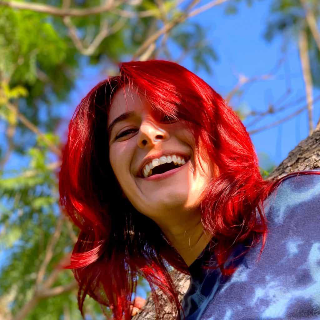 Alyssia in tree