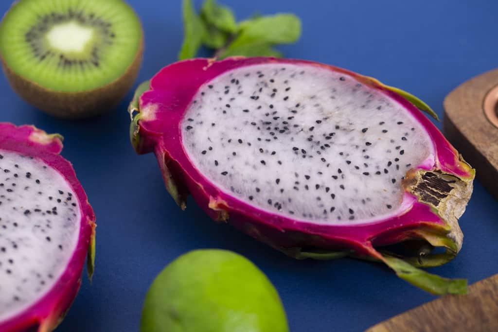 What does dragon fruit taste like