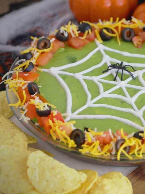 Halloween 7 Layer Dip, Halloween spider 7 layer dip, 7 layer dip Halloween style, 7 layer Mexican dip Halloween, Halloween spider web 7 layer dip, Halloween taco dip, spider web taco dip, Halloween party dips, how to make 7 layer dip