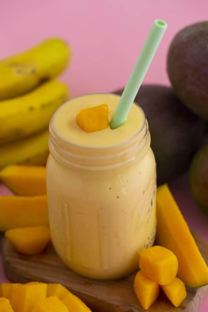 How to Make a Mango Banana Smoothie