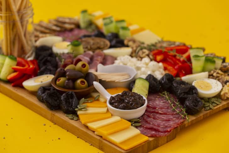 How to Make a Charcuterie Board for Beginners